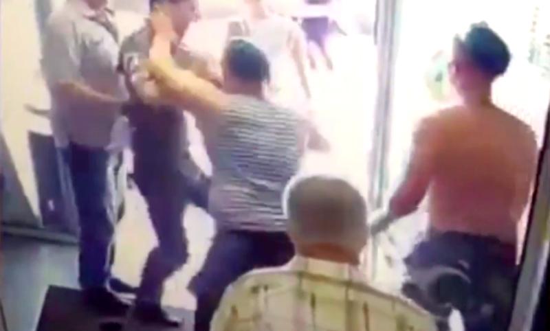 Десантники устроили драку в День ВДВ из-за бутылки водки
