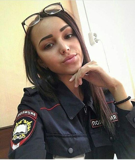 телка в форме полицейского пришла проверить парня - 3