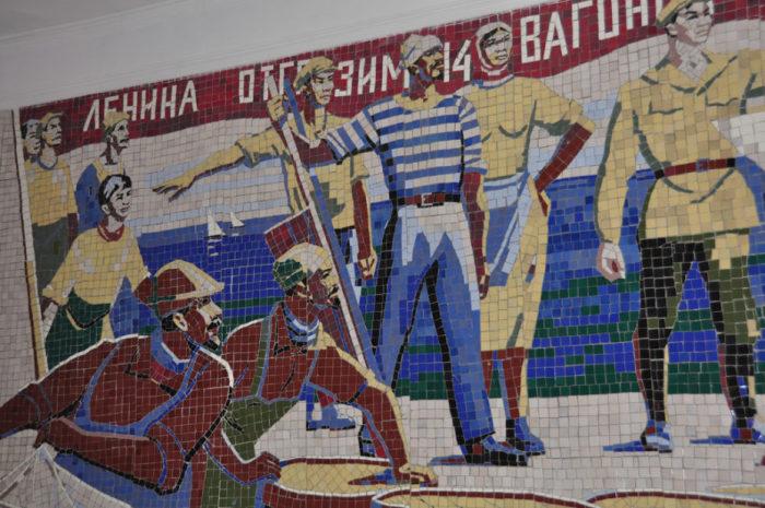 Мозаика, напоминающая о том, что раньше это была территория Советского государства. /Фото:messynessychic.com