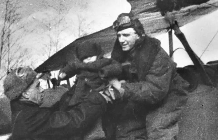 Подвиг советского лётчика, спасшего детей в горящем самолёте