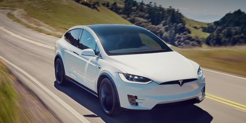 Баварская пара от Mercedes требует компенсации за экстремальные испытания Tesla Model X