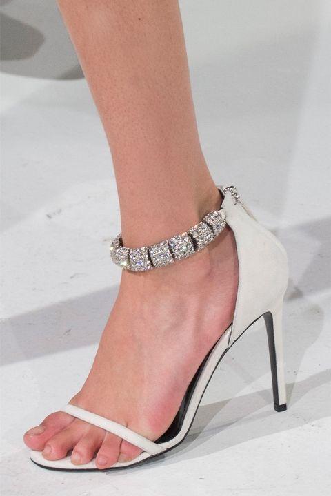 Белые туфли из коллекции Calvin Klein, осень 2017