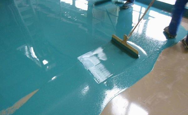 Какой краской покрасить бетонный пол в гараже