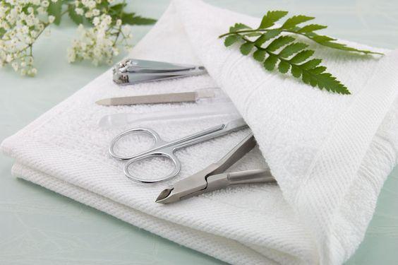 Как нанести наклейки на гель-лак: пошаговая инструкция дизайна ногтей