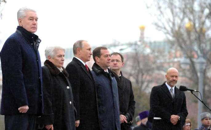 Перед лицом народа. День единства и вдова Солженицына