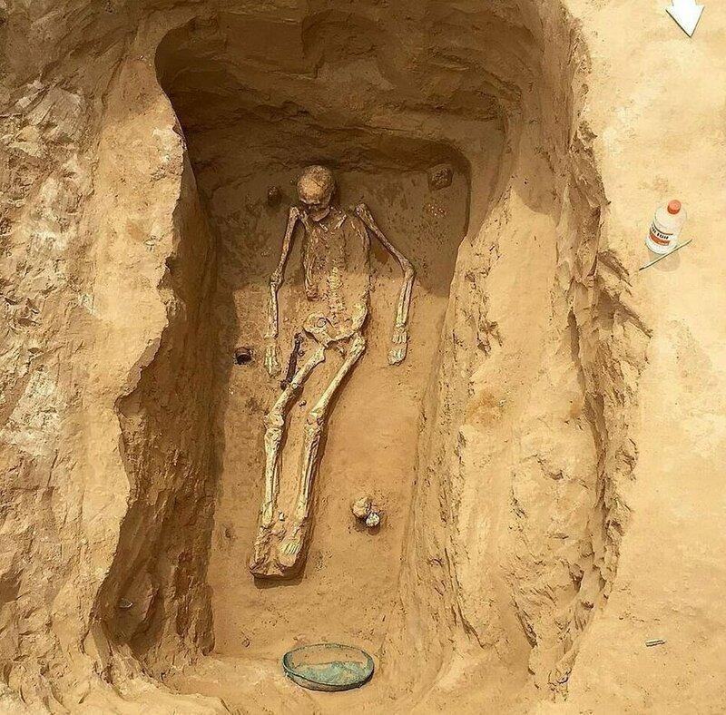 Рустам Мудаев наткнулся на старинный бронзовый горшок во время работ на своем участке Астрахань, Сармат, археология, драгоценность, захоронение, находка, россия