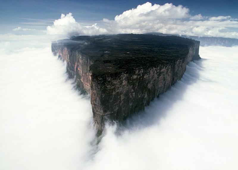 Гора Рорайма на стыке Бразилии, Венесуэлы и Гайаны красивые места, красота, невероятные места, фото