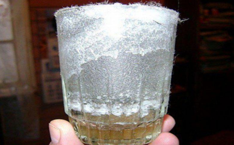Проверка энергетики дома при помощи стакана с солью