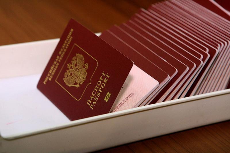 Россия раздаст паспорта родившимся в СССР