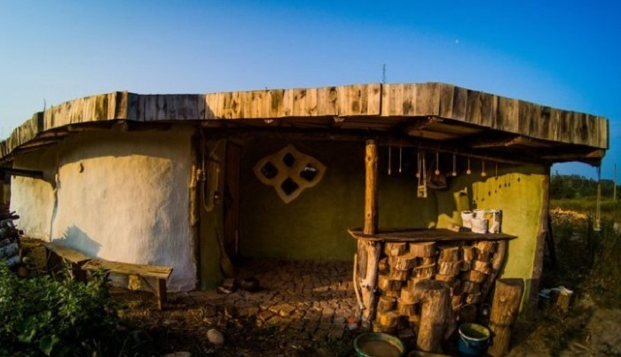 Дешевый эко-дом из глины и с…