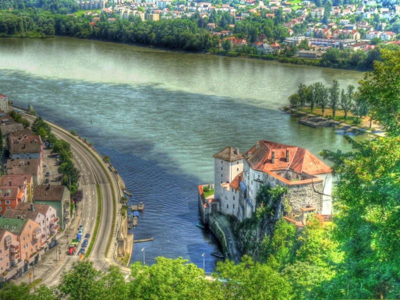 Триречье: здесь реки Инн и Ильц впадают в Дунай возле немецкого города Пассау. контраст, природа, реки, слияние