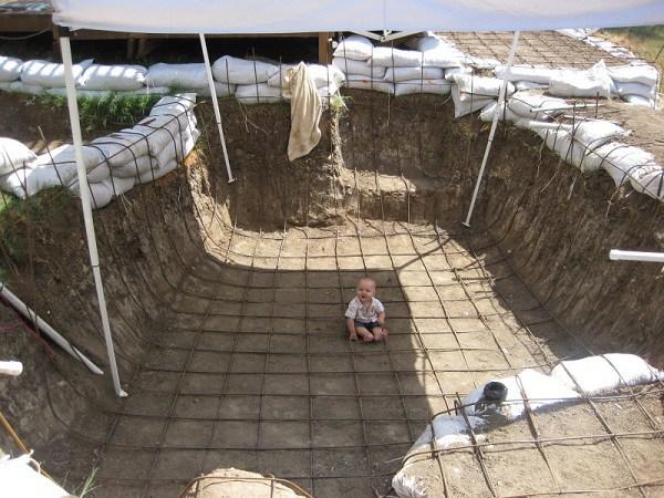 Построил декоративный пруд и бассейн своими руками