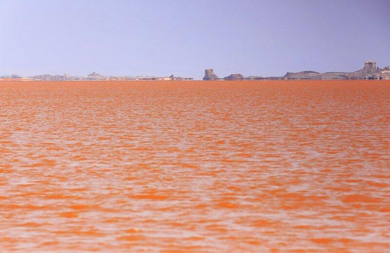 Оранжевые воды озера Карум. Фото: Руайссвальд (Rweisswald: Shutterstock) безжизненное место, вулканы, интересное, фотографии