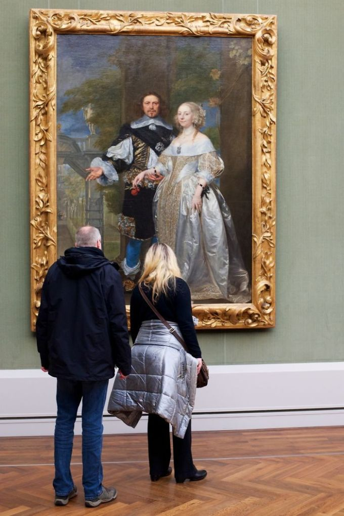 https://i0.wp.com/antipriunil.ru/wp-content/uploads/2017/10/Photographer-goes-through-the-museums-to-capture-the-similarities-between-the-paintings-and-the-visitors-and-the-result-will-impress-you-59e6fb4604802__700.jpg?resize=680%2C1020&ssl=1