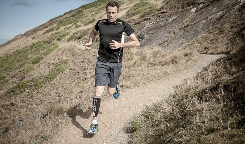 Чем больше ты бегаешь, тем лучше ты бегаешь Звучит довольно логично: увеличение пробега должно вести к улучшению результата. Но это очень, очень длинный и энергозатратный способ повысить свою выносливость. Гораздо эффективнее будет заняться интервальным бегом: варьирование скорости и нагрузки принесет вам отличные результаты уже через неделю тренировок.
