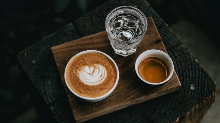 Традиция кофе с водой пришла из Турции. |Фото: wallpaperscraft.ru.