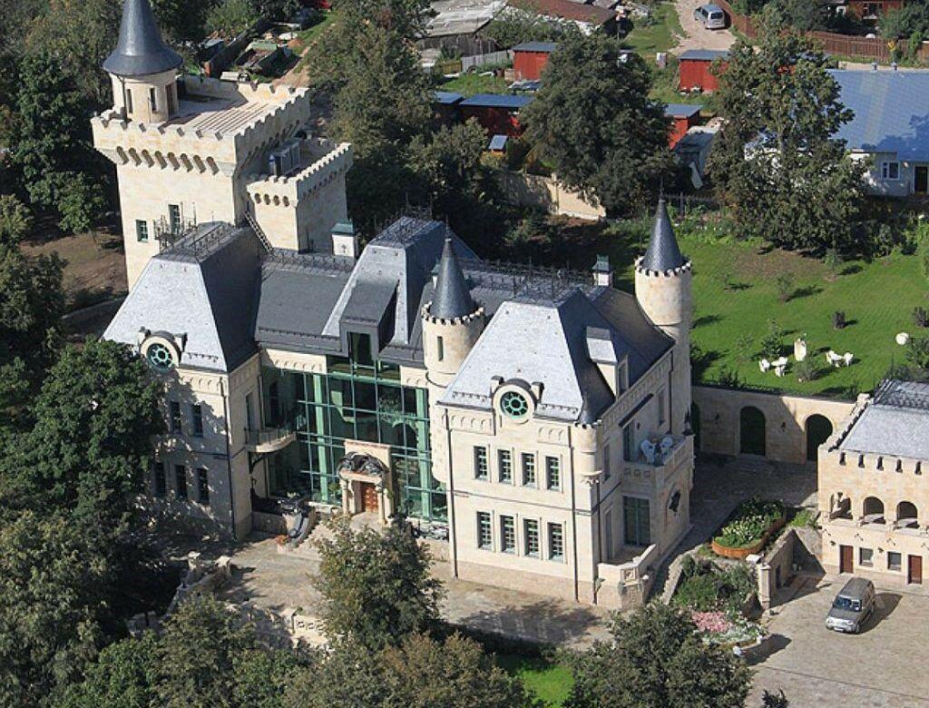 Замок Пугачевой и Галкина снесут — им занялась прокуратура