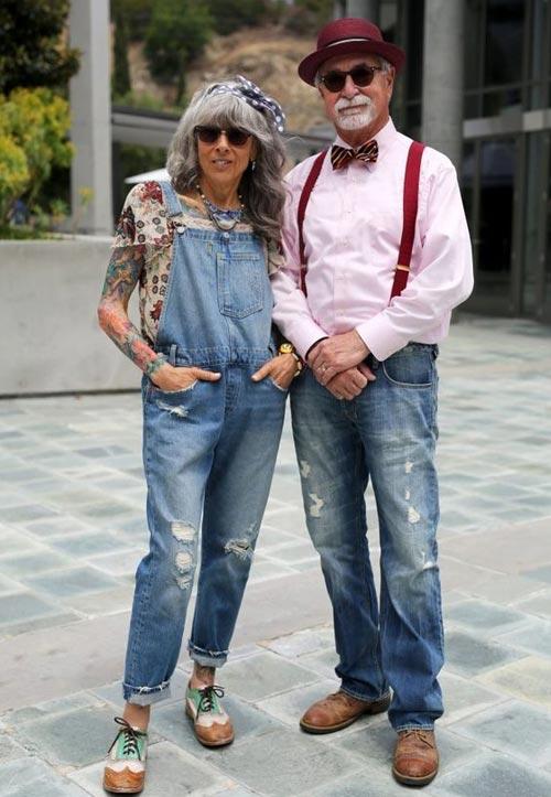 Джинсовый комбинезон из денима на моднице в возрасте
