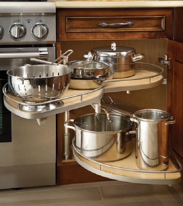 При обустройстве современной кухни крайне важно правильно организовать рабочее пространство.