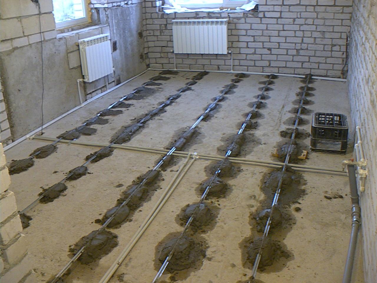 как выровнять черновой пол бетонный