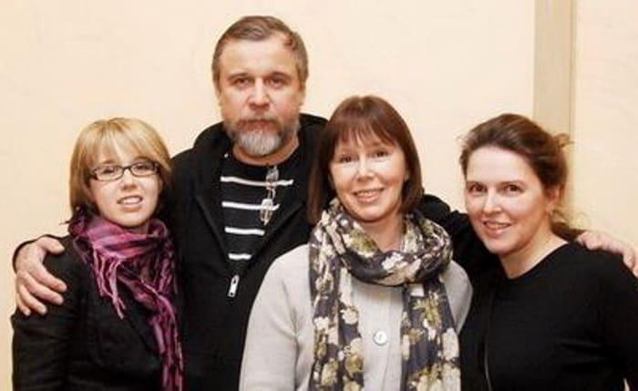 Актриса с мужем и дочерьми | Фото: kto-muzh.ru
