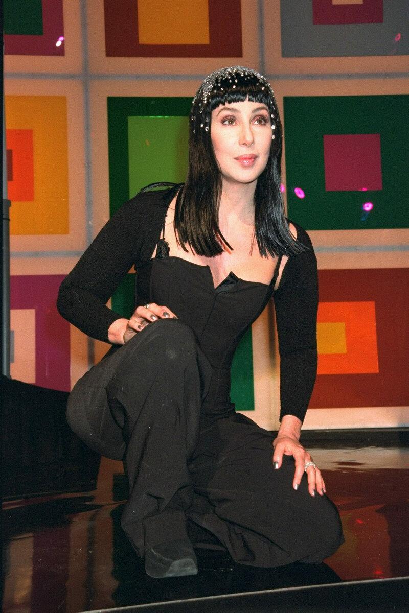 Женщина-легенда: как менялся образ и стиль Шер на протяжении многих лет певица, более, самых, именно, нарядов, прямтаки, певицы, поэтому, который, сетку, откровенные, активно, выглядела, стиль, первых, самым, чтото, время, хиппи, истории