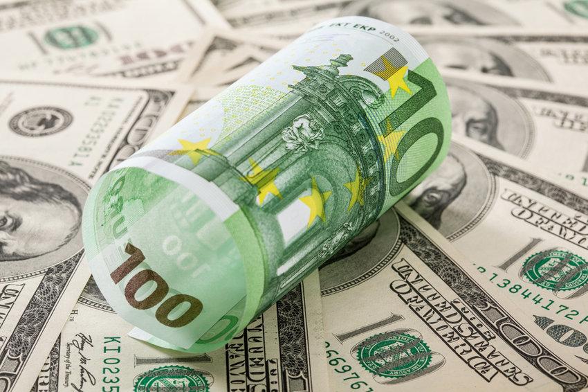 Биржевой курс евро упал ниже 68 рублей впервые с 26 октября