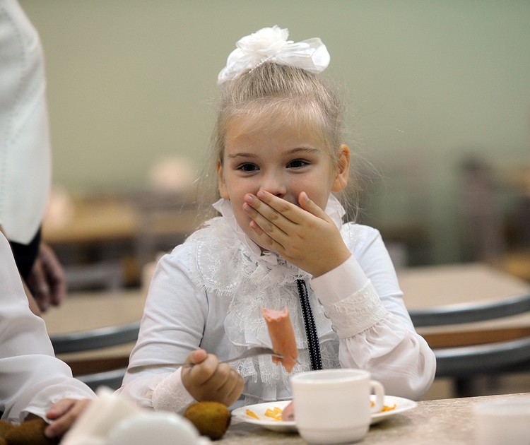 Детей собираются лишить сосисок в школьных столовых. Хватит это терпеть! общество