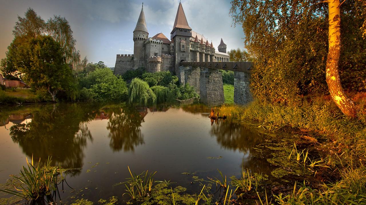 Замок в центре водоема скачать