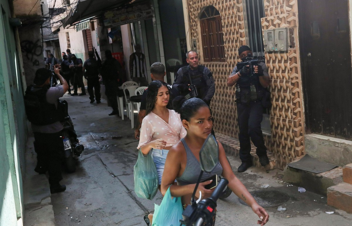 Реальная работа: полицейский рейд в Рио-де-Жанейро жизнь,история,курьезы,мир,новости,планета,факты