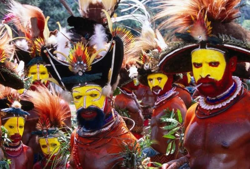 14. Племя матаса, Папуа - Новая Гвинея - тростниковые палочки в рот и нос мир, ритуал, странность