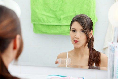 Ополаскиватель для полости рта и яблочный уксус