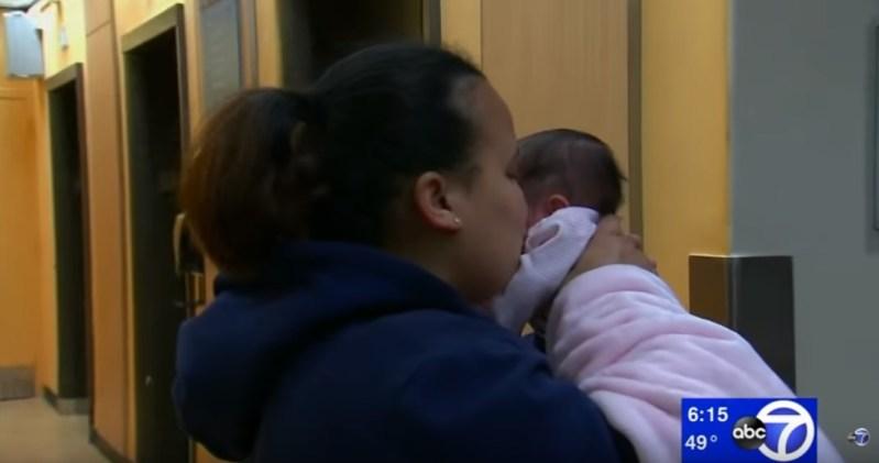 -Чудо-девочка- с задержкой в росте, родившаяся на 26 неделе срока, выжила и отправилась домой