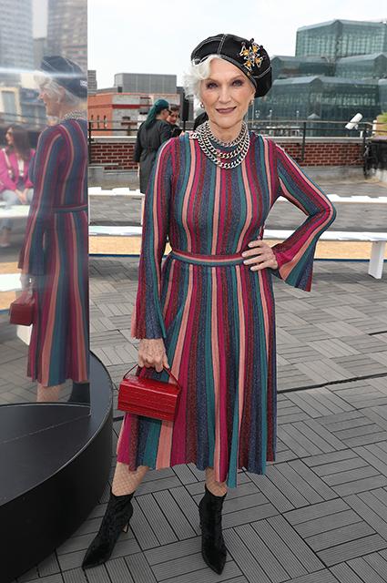 Мать Илона Маска устроила домашнее дефиле под песню Граймс  Новости моды