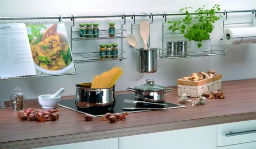 Рейлинги в кухонном интерьере