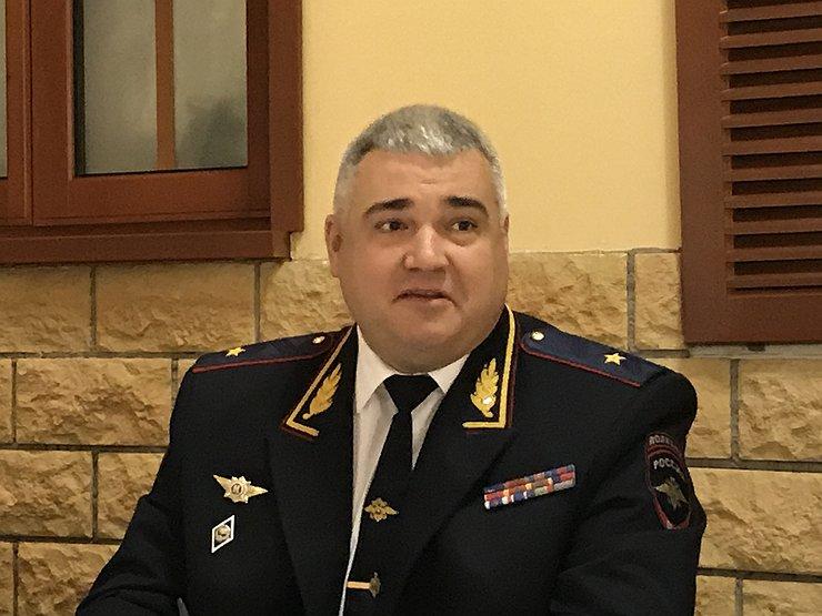 Как начальник ГИБДД генерал Черников «пересдает» экзамены по ПДД
