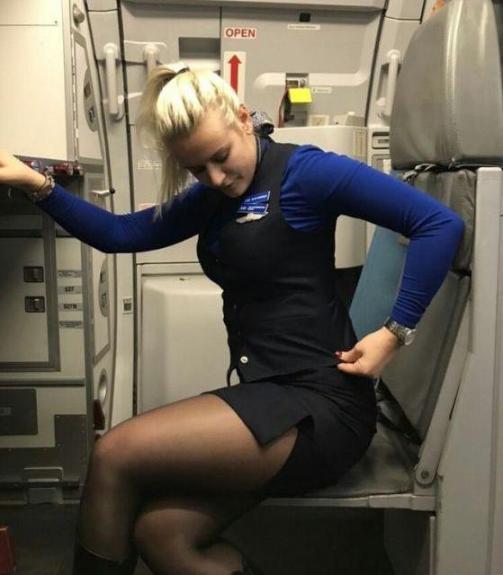 Красивые стюардессы бывают не только в фильмах (34 фото)