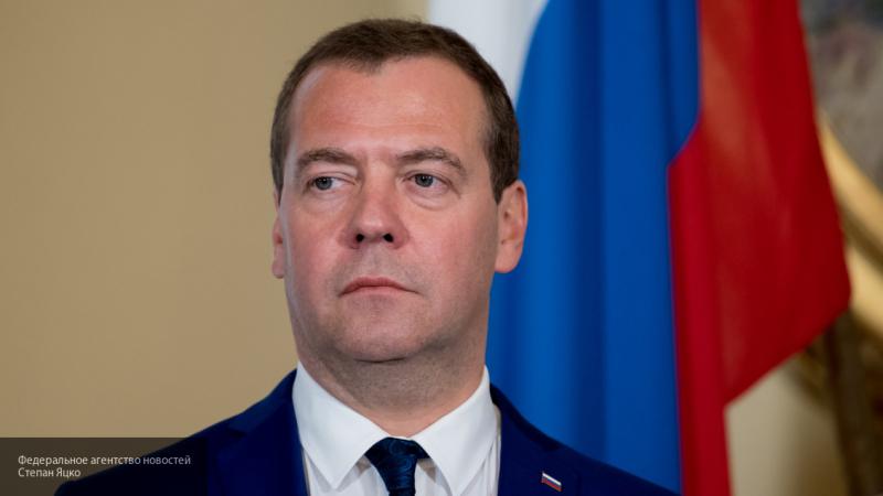Медведев рассказал о мерах реагирования на размещение баз НАТО возле границ России
