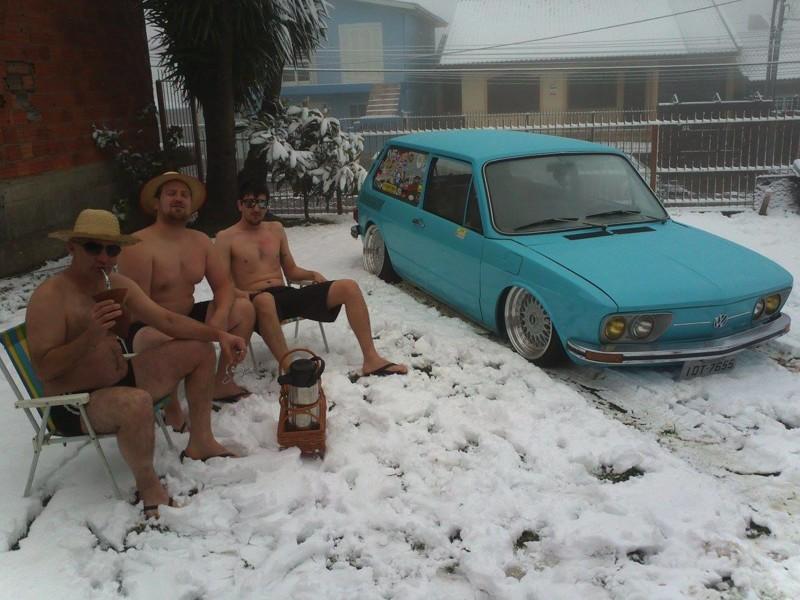 Горячие бразильские парни. Снежный циклон — ещё не повод прерывать свой пикник зима, мир, снег, юмор