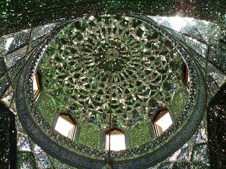 Снаружи эта мечеть не вызывает подозрений. Но стоит лишь заглянуть внутрь!