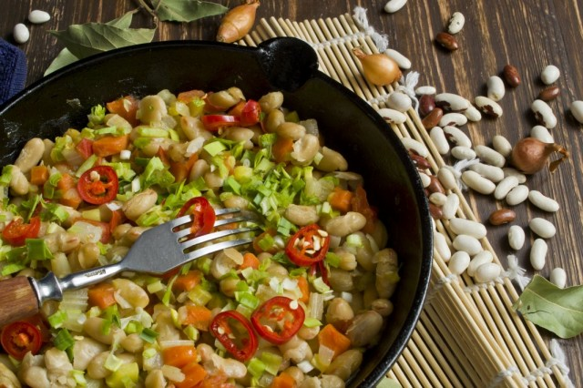 Овощное рагу с фасолью - идеальное блюдо для поста