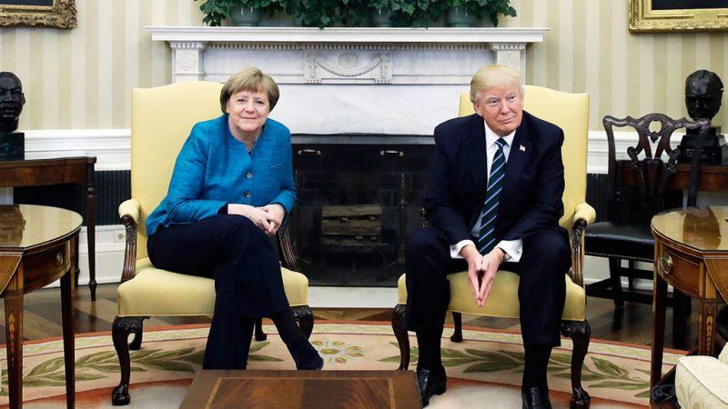 Трамп отказался пожать руку …