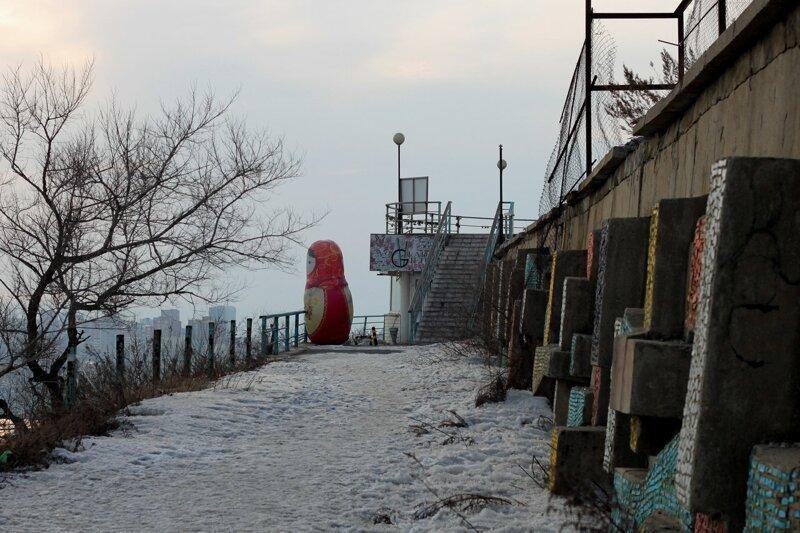 Русская Барби: матрёшки во дворах и в общественных пространствах