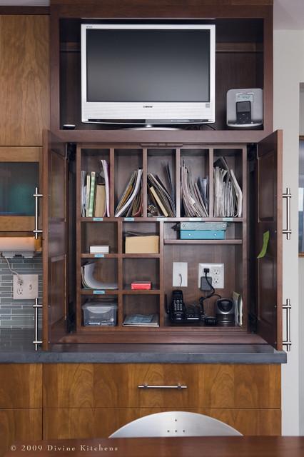 бытовое окружение кухонного телевизора