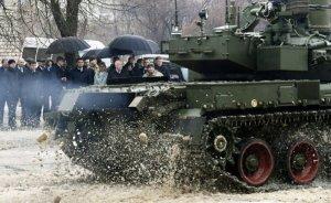 Перед Гройсманом похвастались самым быстрым «заднеприводным» танком в мире