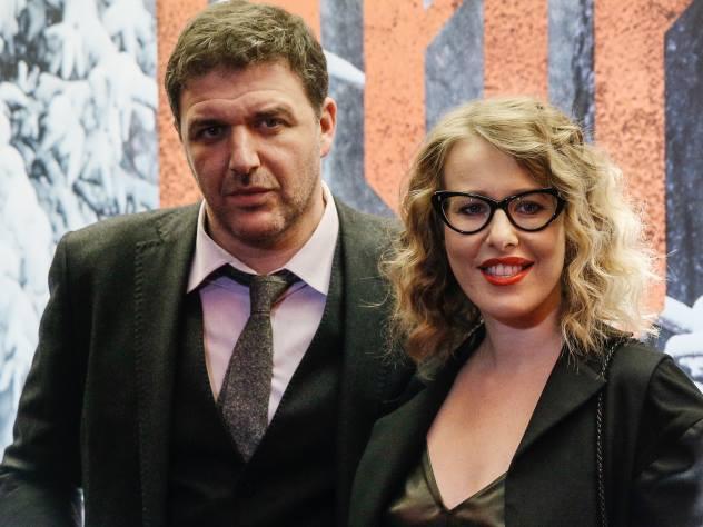 Платье Собчак на премии Glamour сравнили с «кухонными шторами»