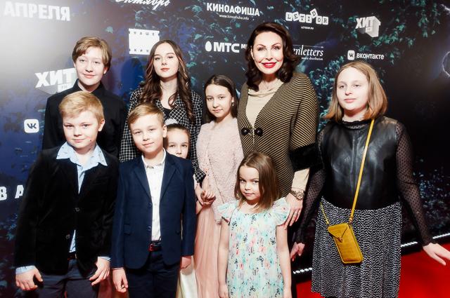 """Варвара Шмыкова с сыном, Филипп Киркоров с детьми и другие на премьере мультфильма """"100% Волк"""" Светская жизнь"""