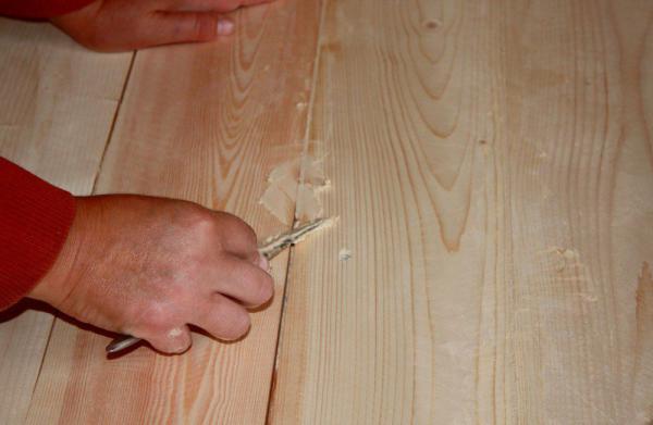Как законопатить щели в деревянном полу, чтобы не перекладывать его заново герметик,дача,дом,пол,ремонт