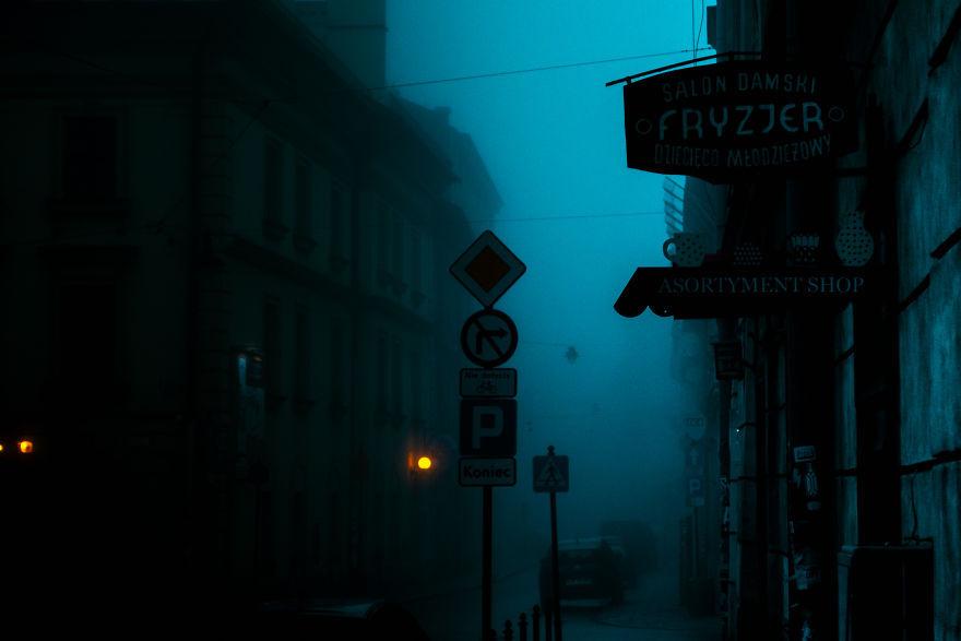 Город будто под водой: удивительные фотографии Кракова в густом утреннем тумане