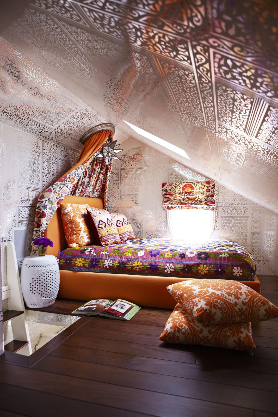 Как обустроить спальню в дачной мансарде: 10 советов